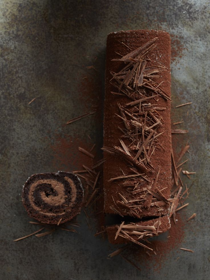 Jelly Roll Cakes for the Holidays | Three beautiful jelly roll recipes and expert advice on making them.