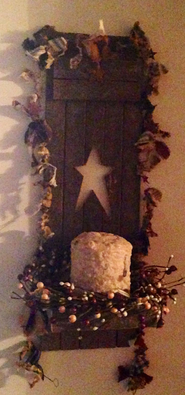 Wooden candle holders crafts - Barn Wood Candle Holder With Pip Berry Ring Rusty Star And Rag Garland