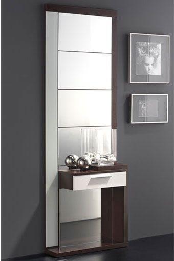 este fantstico recibidor incorporado por un espejo de tamao completo y una repisa con cajn