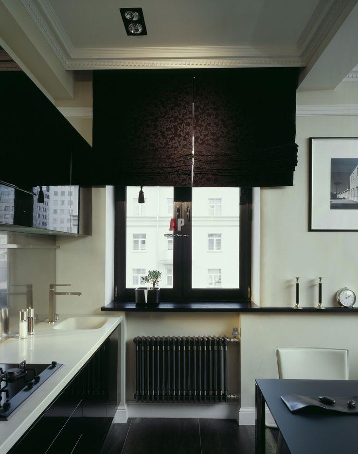Черные шторы в черно-белой квартире