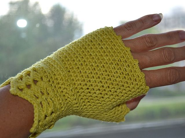Fingerless Gloves | Crochet - Free pattern
