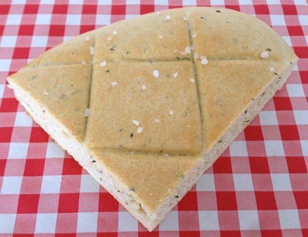 Verse echte Italiaanse Focaccia | Het lekkerste recept vind je op AllesOverItaliaansEten