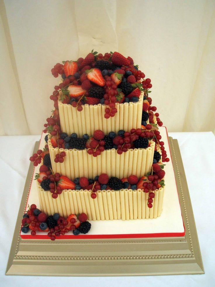 Square white wedding cake with chocolate curls and scrumptious summer fruits.  #lillypulitzer #southernweddings