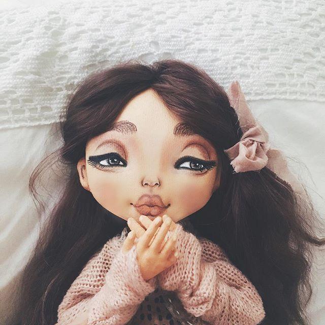 Ох уже ноябрь , стремительно приближаемся к зиме , надеюсь наш южный край, побалует нас теплом Доброе утро дорогие p.s последнее фото, другие  в предыдущих постах а эти божественные кудри от моей сестры @tilipul_hair_dolls