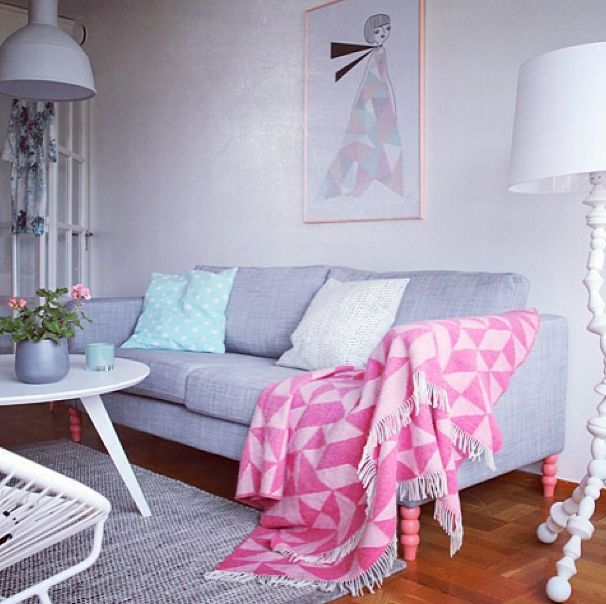Me encantan estas patas de color rosa deco ideas for Ikea sofa rosa