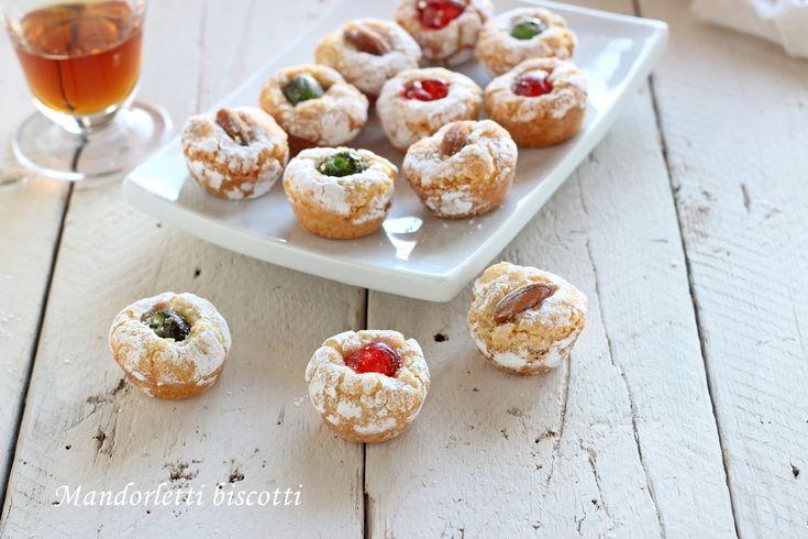 Mandorletti biscotti facili con pochi ingredienti,morbidissimi!Uno dei pochi biscotti senza farina classica,senza burro ne olio