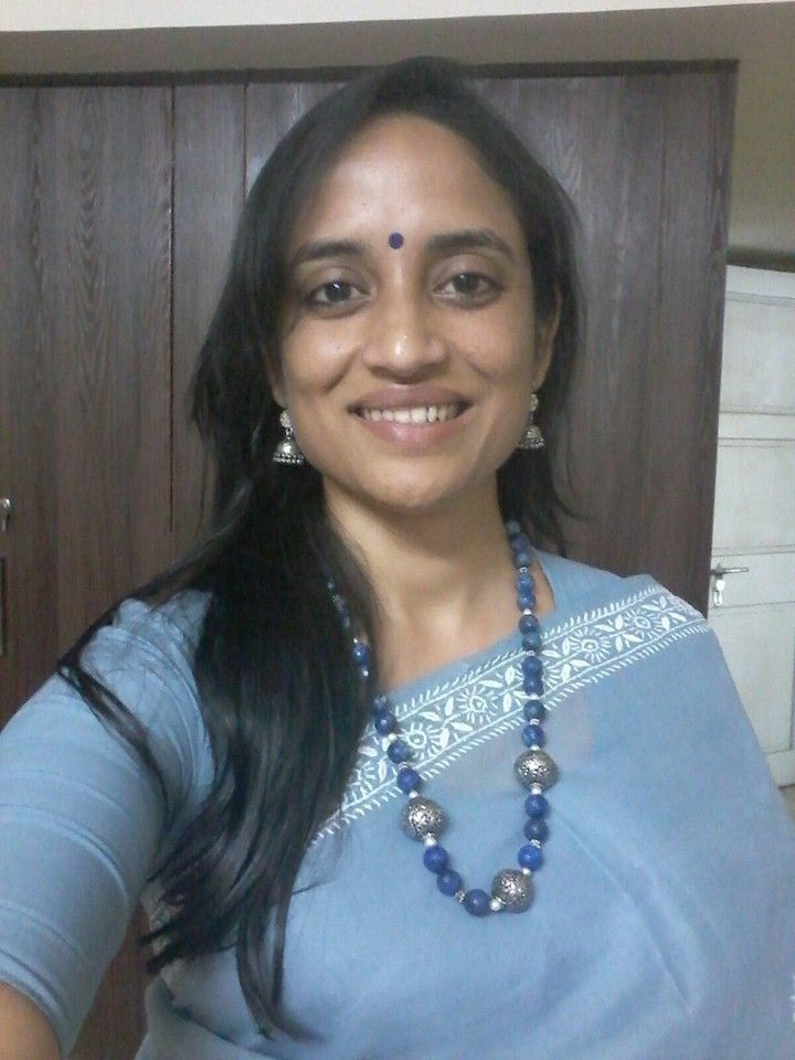 Client Diaries: Deepti Ji sends me this photo adorning our Neelam Necklace. I am in complete love with the saree and her sense of style. Thank you Deepti for sharing your picture with me.