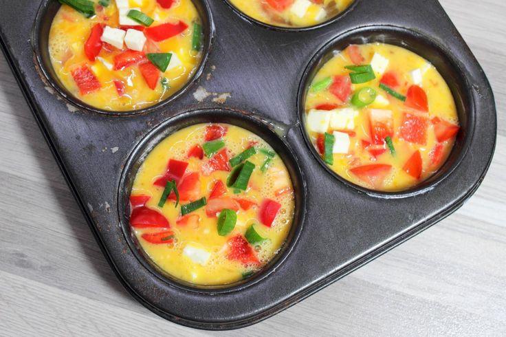 Mini Quiches Als Snack, Hauptmahlzeit oder zum Mitnehmen - die kleinen Eiweiß - Cups sind easy zubereitet und voll gepackt mit Vitaminen! #glutenfrei #fruktosearm #lowFODMAPs #vegetarisch