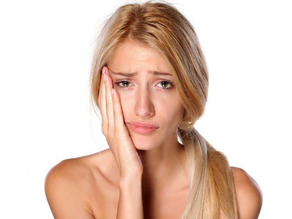 もうイヤ3位毛穴の黒ずみ女性が悩む春の肌トラブルTOP10