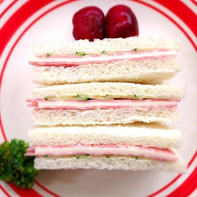 キュウリも入ってる❓よね - 66件のもぐもぐ - Ham&cheese sandwichハムチーズサンド by Ami