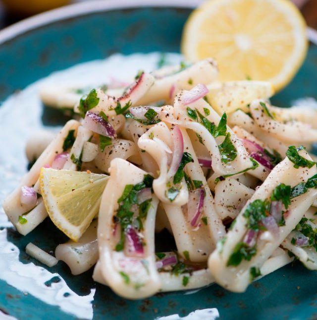 Calamares al horno con limón. Ligeros y sabrosos    #CalamaresAlHornoConLimon #Calamares #Tapas #RecetasFáciles #RecetasDeMarisco