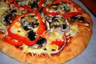 Pizza de pimento e cogumelos  Se tiverem a massa congelada dá um optimo brunch.