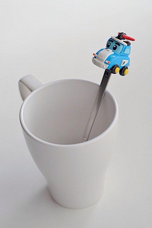 Знакомьтесь - это ложечка с героем мультика «Робокар Поли» Главный герой мультфильма – полицейский автомобиль, робокар Поли.✨ Смелый и ловкий, он всегда быстро находит решение любой проблемы и поэтому именно он возглавляет команду спасателей. Ложечка с Робокаром Поли станет приятным подарком,как для Вашего малыша,так и для знакомого ребенка. #РобокарПоли #RobocarPoli #машинка #подарок #сувенир #ложечка #полицейскаямашина #мультик #хобби #полимернаяглина #polymerclay #katerina_teplye_podarki