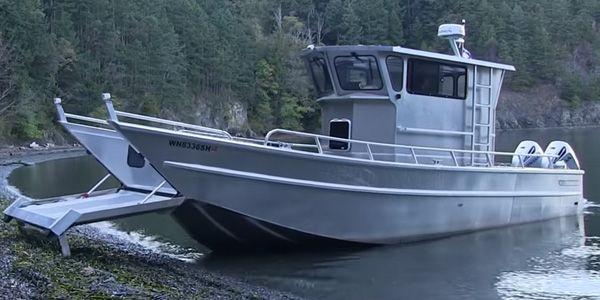 Os barcos foram feitos para andarem na água, mas sempre que precisam de entrar e sair da água eles precisam de um reboque ou grua para que passem de terra firme para o mar e …