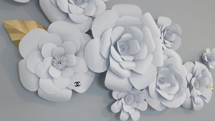 DIY: LARGE PAPER FLOWER BACKDROP - https://www.youtube.com/watch?v=2zUij8ZYzd8