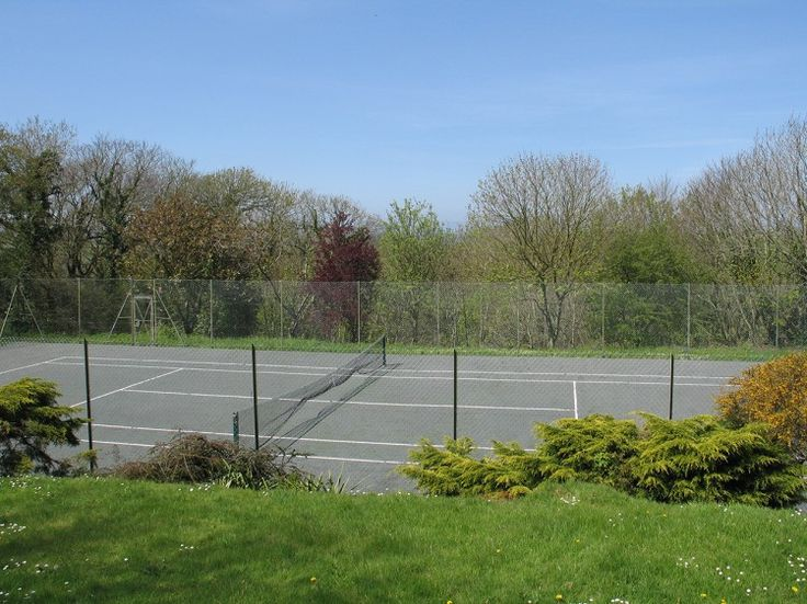 Anyone for tennis? Browns Barn self catering holiday house near Wadebridge has its own tennis courts. Perfect for a quick match of doubles.