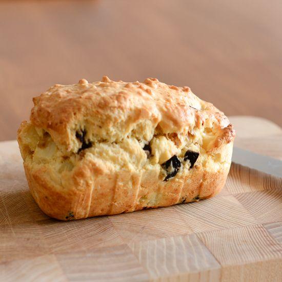 今年こそ、パン作りに挑戦!新しい年を迎え、お菓子やお料理のレパートリーを増やしたい。そう思っている方は多いのではないでしょうか?今回は特別な道具や発酵がいらない、気軽に楽しむパンのレシピをお届けします