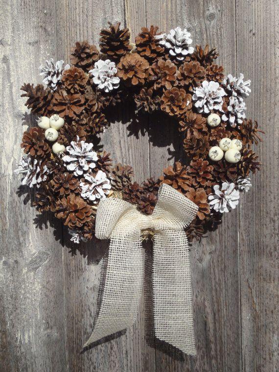 Ghirlanda di natale benvenuto con pigne per decorazione - Corone natalizie da appendere alla porta ...