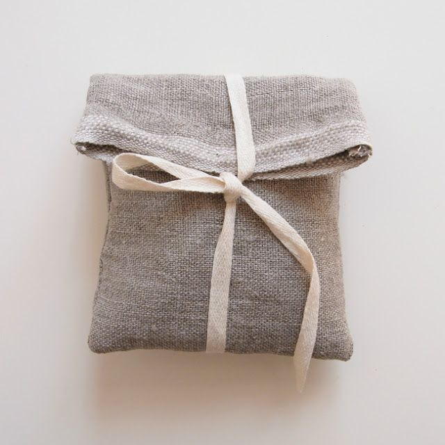Simple and beautiful idea for gift wrapping.