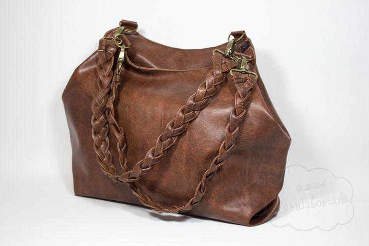 Arya mit selbstgeflochtenen Henkeln. Schlichte glatte Tasche, strukturierte Henkel und innen dann ganz bunt. Toll!
