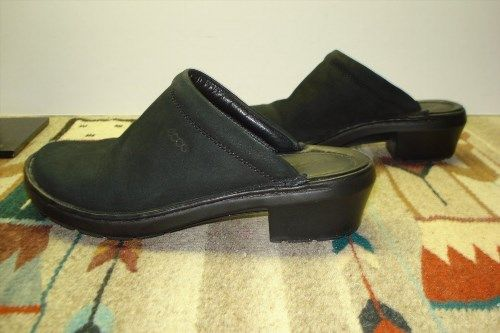 49.49$  Watch here - http://viokg.justgood.pw/vig/item.php?t=5dq96qg19367 - Women's ECCO Black Snuff Suede Rubber Sole Mules Super Cute And MINT! Sz. 36/5.5 49.49$