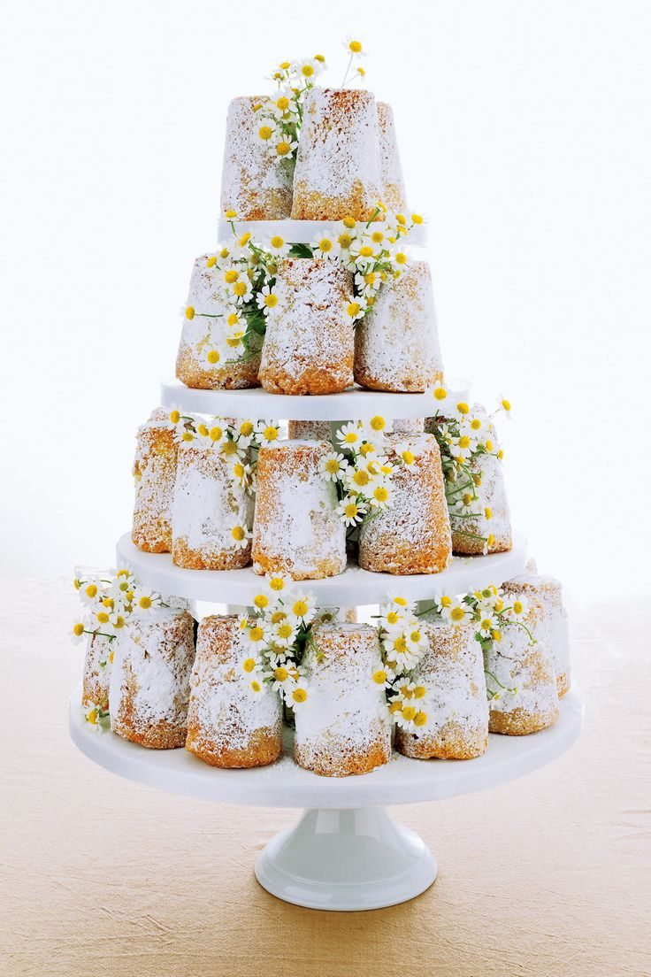 Simply Stunning: Turn simple sponge cakes into a stunning spectacle! #wedding
