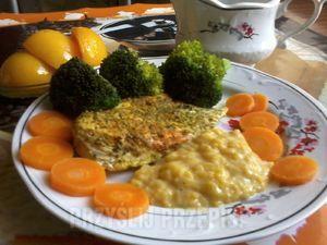 kurczak gotowany na parze z sosem brzoskwiniowo-musztardowym