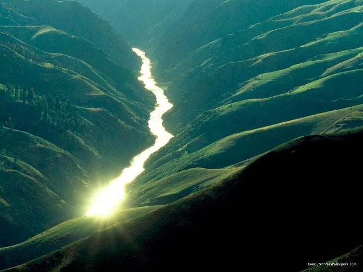 Sunlight_Reflecting_off_the_Salmon_River_Idaho.jpg (1600×1200)