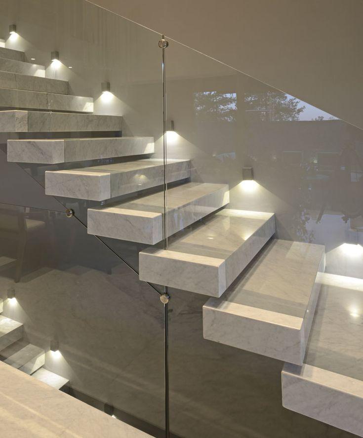 17 best ideas about glass railing on pinterest glass for Como iluminar una escalera