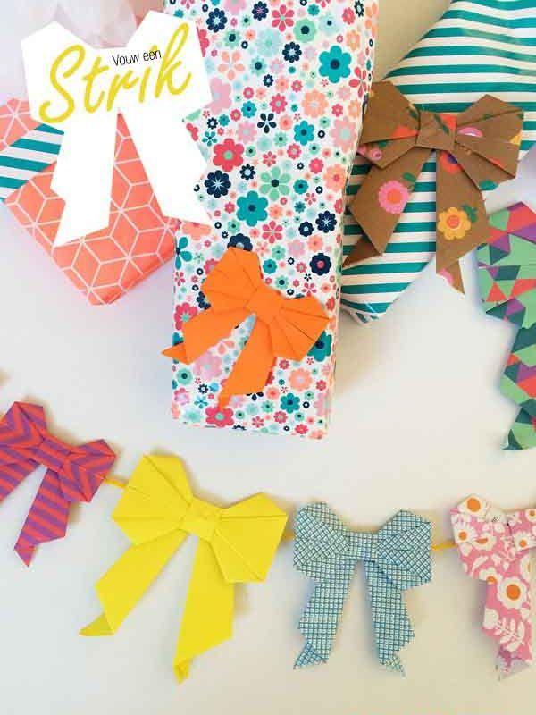 Strik vouwen met stap voor stap foto uitleg. Een papieren origami strik wordt een broche, slinger of extra versiering op je cadeau!