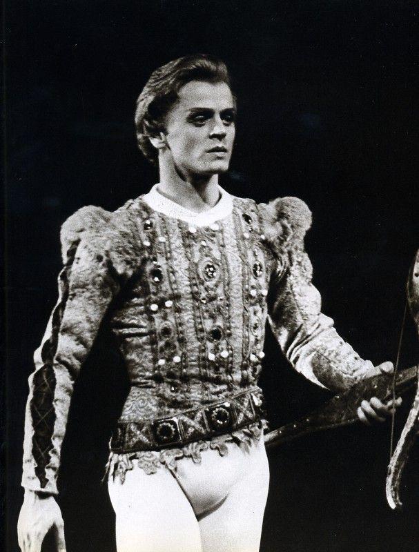 Mikhail Baryshnikov with Royal Ballet in 'Swan Lake'. First performed by Baryshnikov in London, October 27, 1975