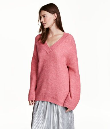 Pink melange. Oversized purl-knit sweater in a soft wool blend with mohair content. Low-cut V-neck, dropped shoulders, wide sleeves, and ribbing at neckline