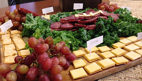 4 Cheeses and Summer Sausage Tray.  5 #SuperBowl Appetizers that are tooth-friendly.