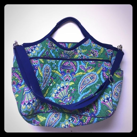 Large Vera Bradley travel bag! Big travel bag! Has no signs of Use on outside, but has a few stains on the inside! Super cute and cheaper on Merceri! Vera Bradley Bags Travel Bags