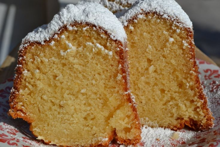 VANILLA CAKE WITH POWDERED SUGAR !!!!