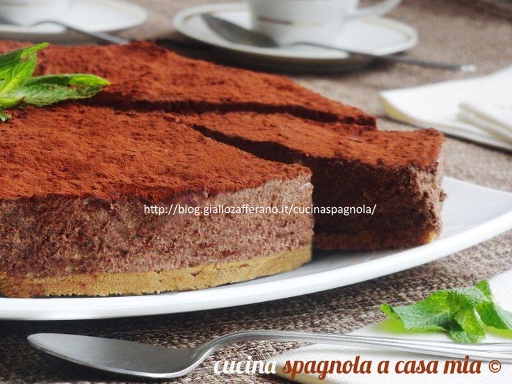 TORTA MOUSSE AL CIOCCOLATO, RICETTA DOLCE E GOLOSA:http://blog.giallozafferano.it/cucinaspagnola/torta-mousse-al-cioccolato-ricetta-dolci/