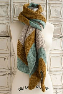 Free scarf pattern on ravelry.com. Looooove this colour combination!