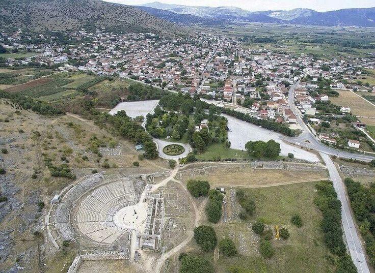 #腓立比考古遺址 #Archaeological_Site_of_Philippi 中的一座古代劇場,這座遺址剛剛被聯合國教科文組織列入「世界遺產名錄」,#希臘 #Greece #馬其頓 #Macedonia。腓立比曾是馬其頓古國的一座城市,公元前356年由馬其頓國王 腓力二世 Philip II 建立,是羅馬時期 腓立比戰役 Battle of Philippi 的發生地。攝影師:Nicolas Economou