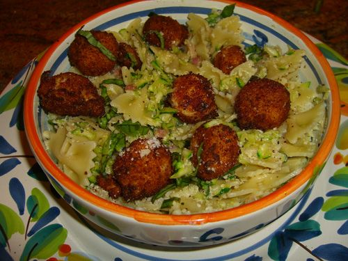 Farfalle with zucchini & fried mozzarella balls