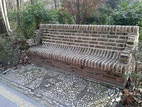 Gemauerte Gartenbank