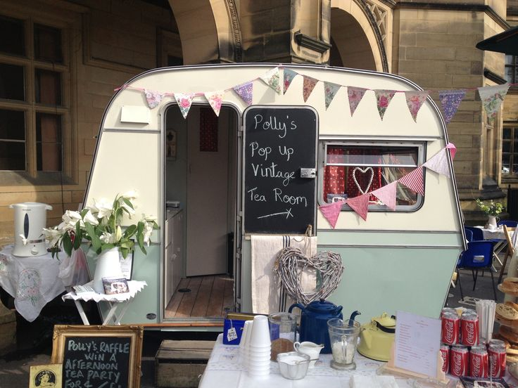 Polly the vintage caravan ..... Pop up tearoom!