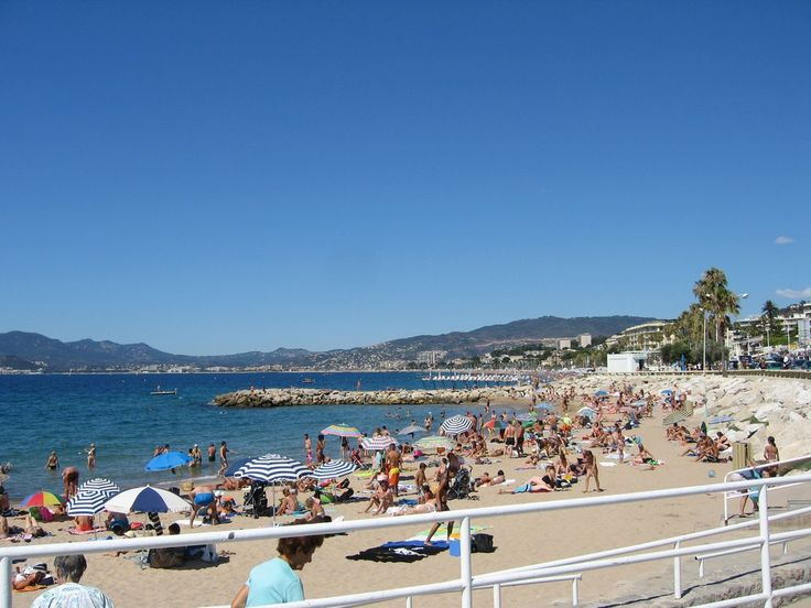 The Plage du Midi is close to the centre of Cannes and a popular public beach   © Dylan JC/Flickr