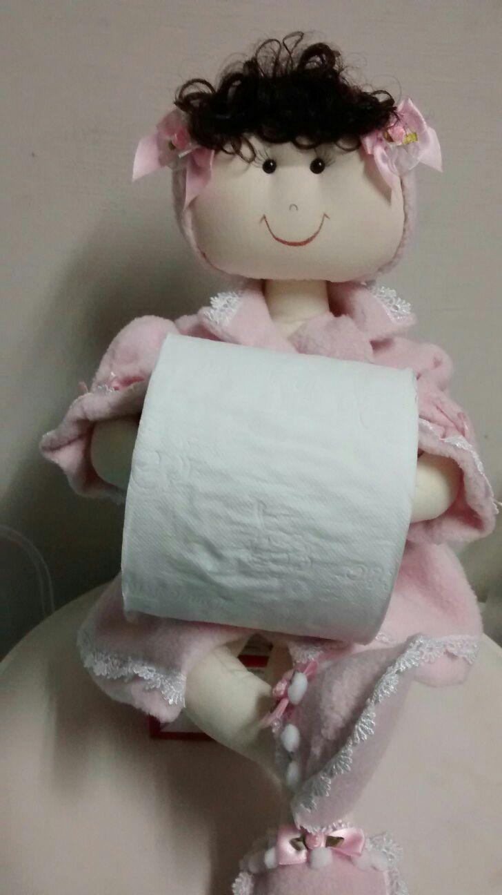 Boneca de banheiro, porta papel higiênico.