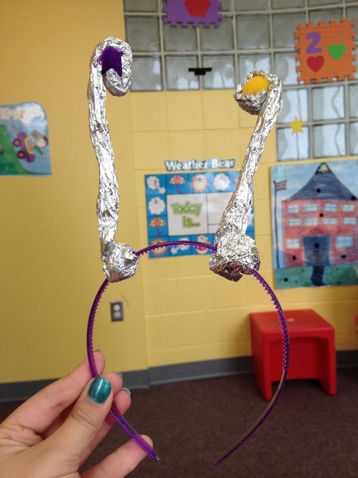 Make these fun alien antennas after reading Aliens Love Underpants!