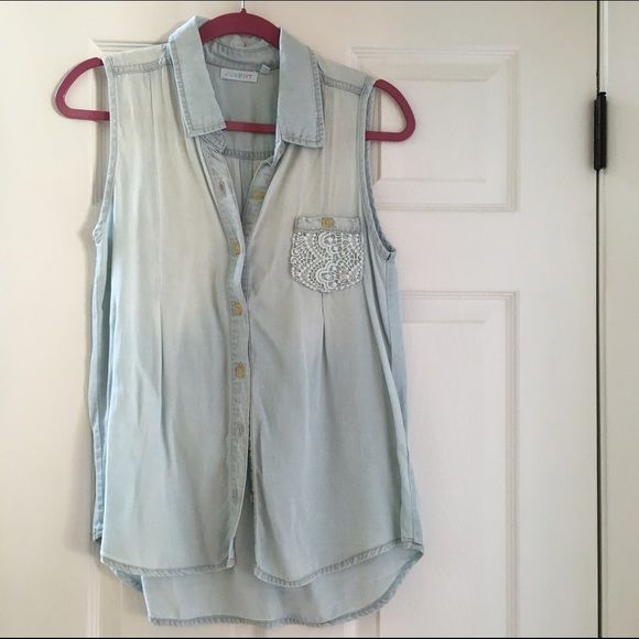 Size small Francesca's denim sleeveless chambray Adorable chambray! Fits like a medium. Adorable fit Francesca's Collections Tops