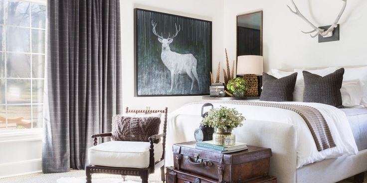 When it came time for interior designer Sean Anderson to tackle his own home, he took his signature color palette head on.