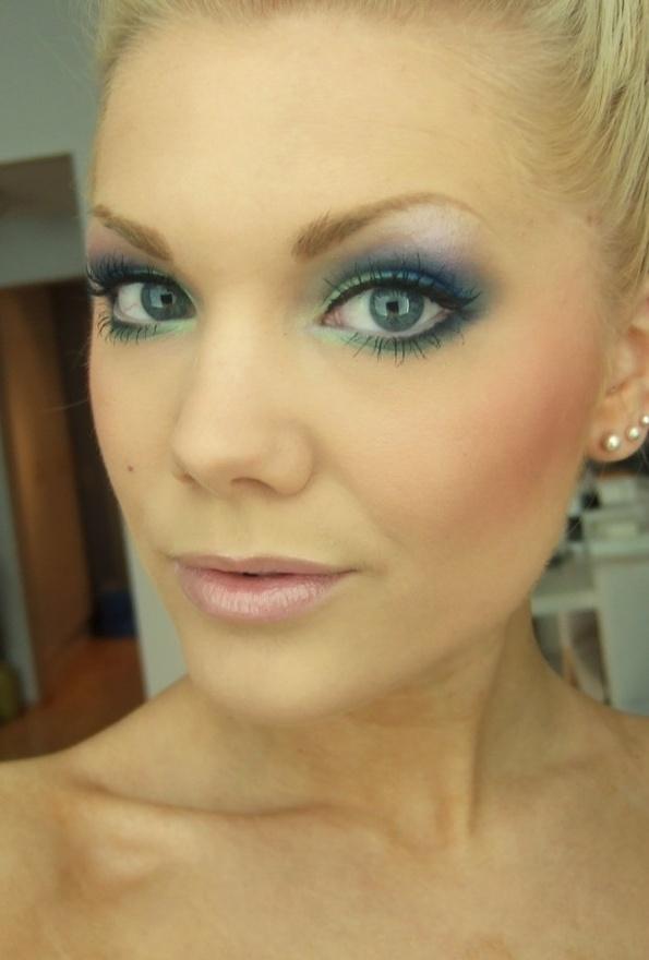 """perfect smokey eye for blue eyes & blonde hair! """"Linda Hallberg - makeup artist"""""""