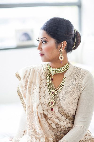 Getting Ready Follow Bharaty Jayaram for more attractive Wedding Pins! http://maharaniweddings.com/gallery/photo/24186
