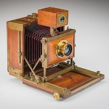 Antique Camera: Beautiful 1890s unknown American camera in the 1/2-plate daguerrian format. Whoever made this knew what they were doing and what they wanted. There are no miscellaneous or unnecessary construction points. Some craftsmen working for major makers (i.e. Anthony, American Optical, Scovill, and Rochester Optical) built their own personal cameras. This camera has traits from all of those competing makers. This could be such an example.