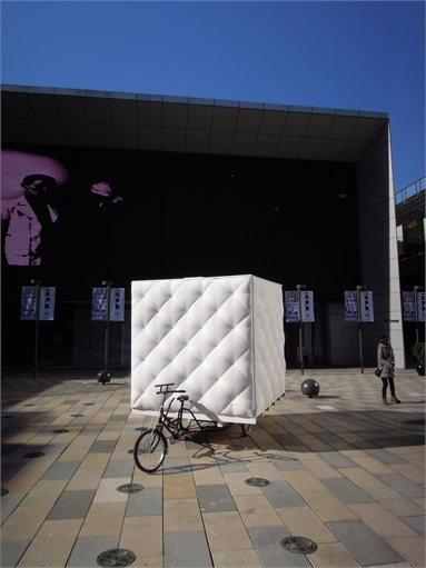 "Bao House, Pechino, 2012  Bao House is a mobile house exhibited in Sanlitun village, Beijing as part of the ""Get It Louder"" 2012 Exhibition. The brief is to design a mobile house which can be driven by human power. The structure was designed and fabricated by dot Architects."